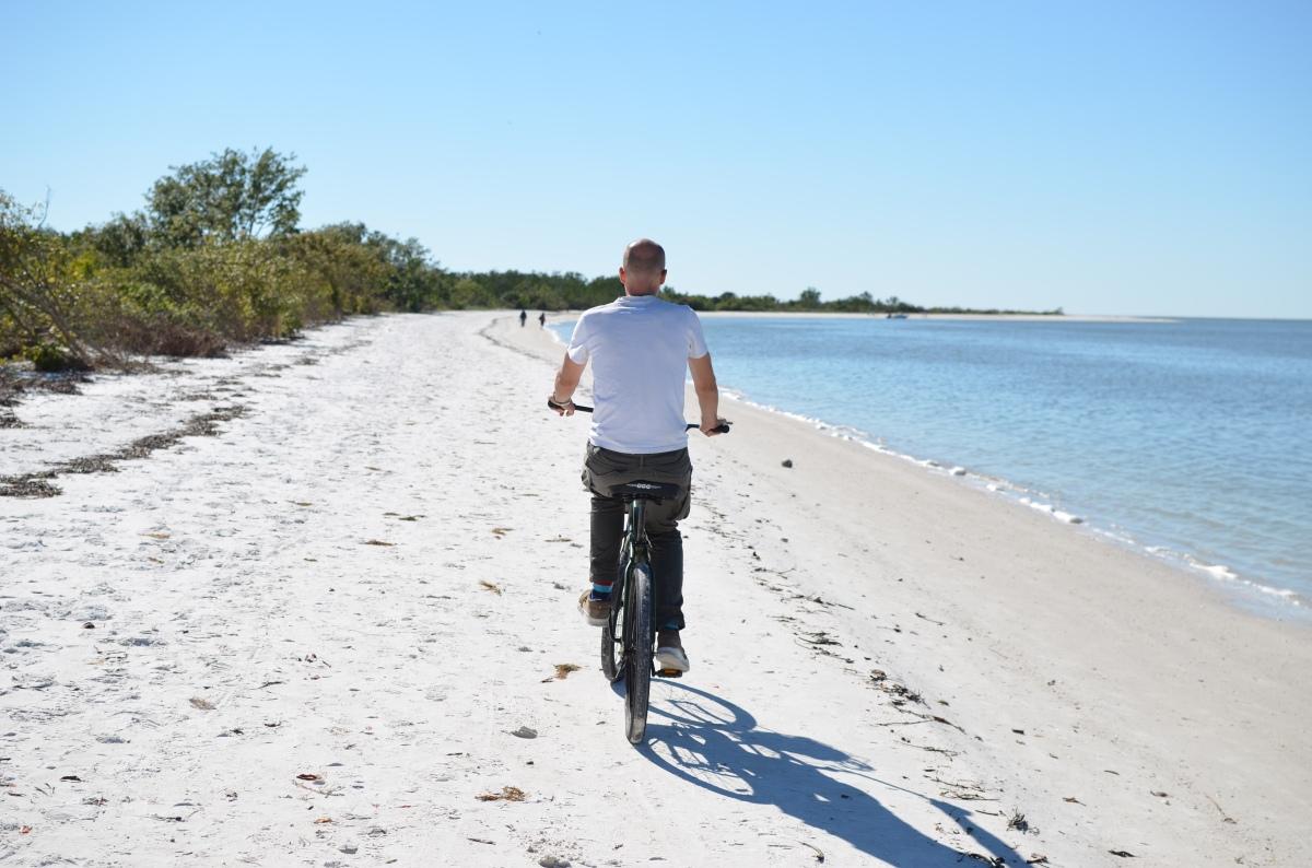 Witte stranden op Estero eiland en mangroves in deEverglades